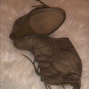 Zigi Soho Shoes - ZIGISOHO Wedge cute shoes!
